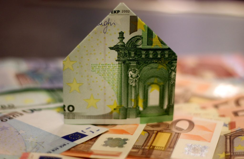 Gana dinero invirtiendo en bienes raíces